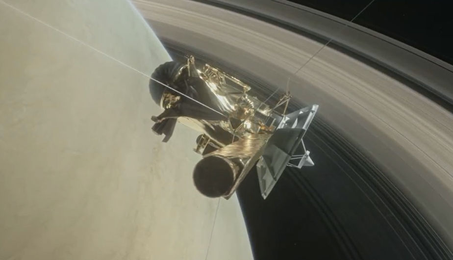 En noviembre de 2016 la sonda Cassini empezó a cambiar el rumbo, con el objetivo de sobrevolar el polo norte de Saturno y el anillo más alejado del planeta. A partir de abril de 2017, la nave se ha ido acercando a Titán para aprovechar su empuje gravitatorio y adentrarse en el espacio entre el anillo más interno y el planeta, una extensión de unos 2.400 kilómetros de ancho, realizando 22 órbitas, cada una con una duración de seis días, y acercándose como nunca se había llegado al sexto planeta del Sistema Solar.