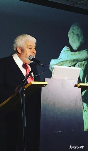 """Esperada ponencia de Jaime Mussan sobre la polémica """"Momia extraterrestre de Nazca"""". A finales de junio se hizo público un vídeo que muestra una momia inusual hallada en la ciudad de Nazca (Perú)."""