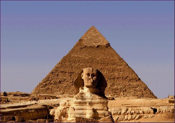 La Gran Pirámide (o Pirámide de Keops) fue construida durante el reinado del faraón Keops, entre 2509 a.C y 2483 a.C Con una altura de 140 metros, es la más grande de las pirámides de Guiza, en las afueras de El Cairo.