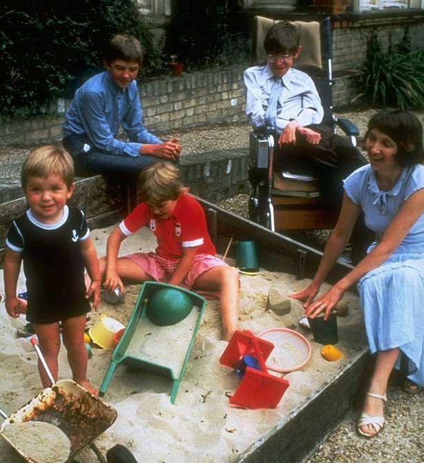 Hijos: Lucy Hawking, Robert Hawking, Tim Hawking Cónyuge: Elaine Mason (m. 1995–2006), Jane Wilde Hawking (m. 1965–1995)