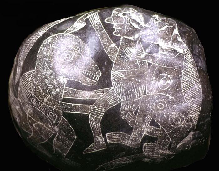Varios arqueólogos a lo largo de la historia han contradicho lo que dice la historia, pero han sido olvidados e incluso borrados del mapa por la censura de los medios de comunicación. Estas personas descubrieron cosas increíbles, y que merecen ser nombradas: estatuillas, pintadas en las paredes y dibujos que representan a la vez humanos y dinosaurios. ¿Cómo es esto posible, si vivieron en etapas distintas?