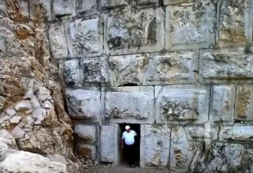 Las rocas megalíticas son el descubrimiento más reciente, encontradas en el 2014 por el investigador Georgy Sidorov. A la vista parecen unos gigantescos muros de roca, pero probablemente escondan un propósito no descubierto todavía. Cómo se crearon y la razón todavía es algo desconocido y los científicos no han arriesgado teorías al respecto.