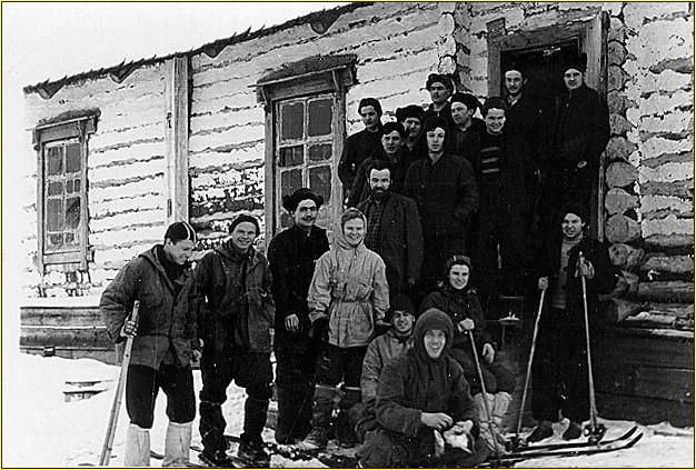 """El grupo de montañeros momentos antes de su partida al """"Paso Dyatlov """""""