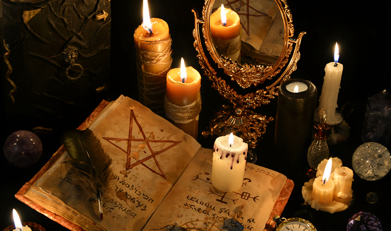 Los seres humanos creen en la brujería desde la prehistoria, aunque las interpretaciones del fenómeno cambian según la cultura y la época. En la sociedad occidental, la brujería está asociada a la creencia en el Diablo o en demonios, ya que la práctica se asocia con hechizos que buscan causar el mal.