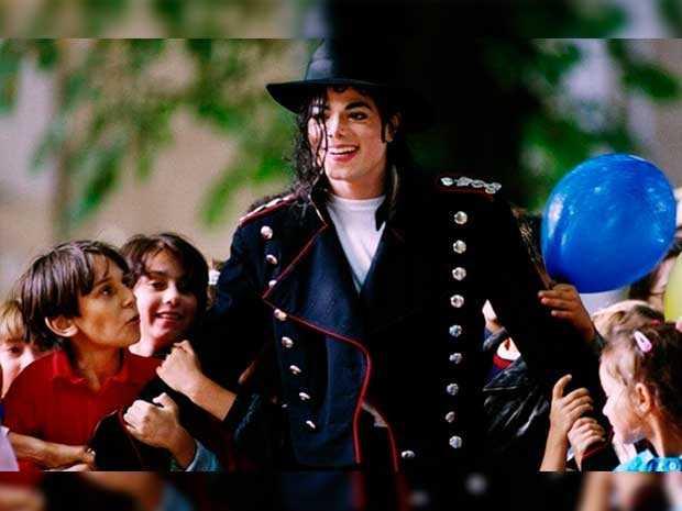 """La hija de Michael Jackson no cree que sea necesario que salga a defender públicamente a su padre de las acusaciones de abuso sexual contra menores que se le hacen en un reciente documental. """"No es mi papel"""", dijo Paris Jackson, de 20 años, quien en un mensaje de Twitter agregó que """"no hay nada que pueda decir que ya no se haya dicho en su defensa"""". La hija del ya difunto """"Rey del Pop"""", sin embargo, también dijo apoyar los esfuerzos de su familia por limpiar el nombre de su padre."""