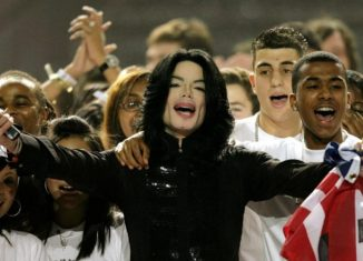 Musicalmente inalcanzable, la vida personal de Michael Jackson y las acusaciones en su contra debilitan su legado.