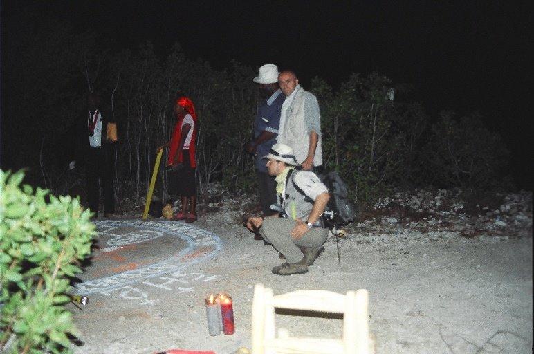Manuel Carballal y Miguel Blanco en una de sus famosas investigaciones de campo en Haití.