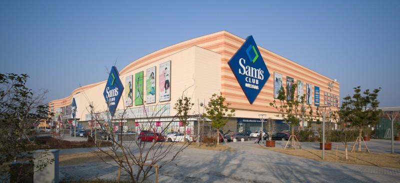 """Walmart abrió en noviembre un nuevo Sam's Club. Fue la segunda unidad de este formato que inauguró en lo que va de año, y este jueves acaba de poner en marcha una tercera. Con ello, la cadena de autoservicio retoma la expansión de un formato que en años anteriores había estado detenida. """"Sam's ya está acelerándose en el plan de aperturas. Este año retomó el crecimiento y empezó a acelerar. Las dos aperturas que tenemos están funcionando muy bien, y ahora se abre otro Sam's"""", dijo Gastón Wainstein, director de Bienes Raíces de Walmart de México y Centroamérica."""
