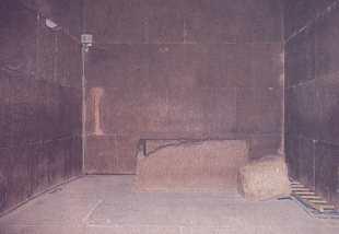 Cámara del Rey y cofre de granito