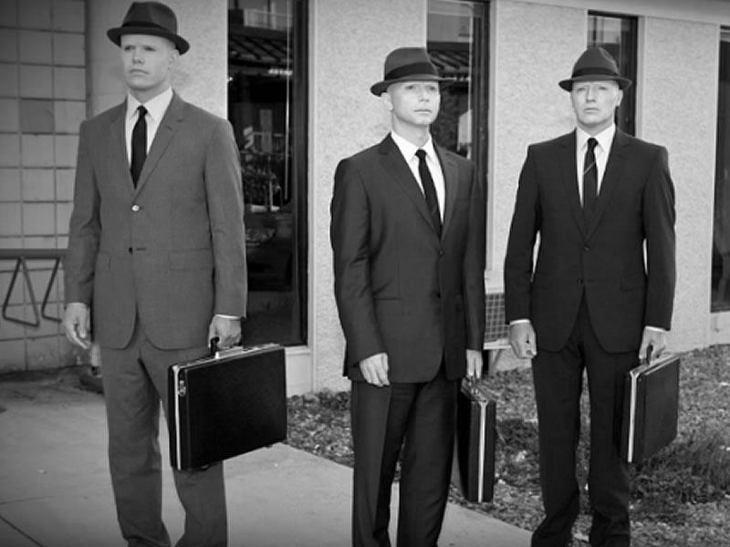 Los Hombres de negro (del inglés Men in Black, MIB) serían, según la tradición contemporánea más popular y la especulación de algunos grupos creyentes en el fenómeno extraterrestre, agentes secretos gubernamentales o extragubernamentales encargados de ayudar a ocultar una presencia extraterrestre en la Tierra.